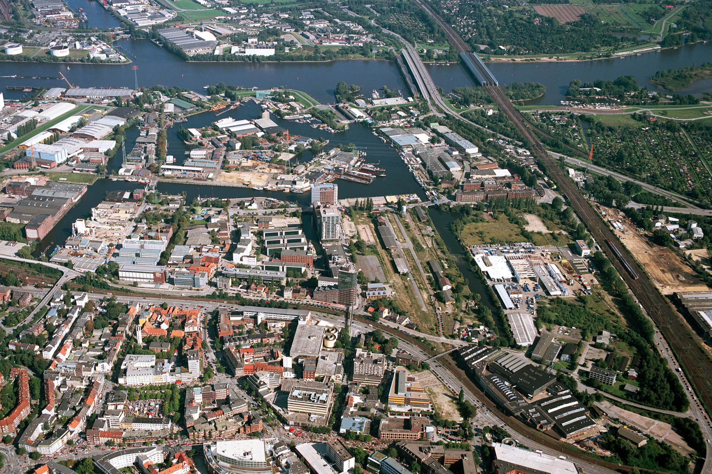 2006 – Luftbild channel hamburg